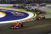 フェラーリ移籍後初のポールポジションからスタートしたベッテル(先頭)は、オープニングラップのたった1周で2位リカルド(その後ろ)に3秒ものマージンを築いた。(Photo=Red Bull Racing)