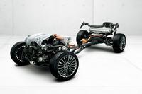 ハイブリッドシステム説明用のスケルトンモデル。「クラウンマジェスタ」は、「クラウン」ファミリーで唯一3.5リッターV6エンジンを用いるハイブリッドカーとなる。