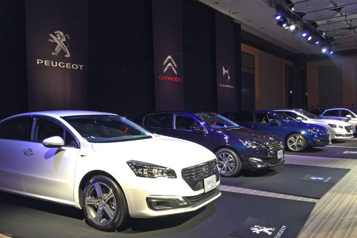 会場には8台のクリーンディーゼルエンジン「BlueHDi」搭載車が展示された。手前(白い車両)から「プジョー508GT BlueHDi」(2リッター)、「プジョー308アリュールBlueHDi」(1.6リッター)、「プジョー308GT BlueHDi」(2リッター)。
