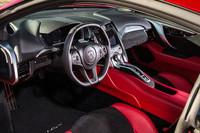 「NSX」のインストゥルメントパネルまわり。北米仕様には「エボニー」や「レッド」など、4種類のインテリアカラーが用意されている。