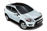 「フォード・クーガ」の日本デビューは2010年10月。直列5気筒の2.5リッターターボエンジン(200ps、32.6kgm)に5段ATが組み合わされる。グレードは装備の違いで「タイタニアム」(378万円)と「トレンド」(339万円)がラインナップされる。