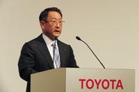 電池事業に関するパナソニックとの合意について、記者会見で発表するトヨタ自動車の豊田章男社長。