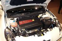 ターボで過給される、1.4リッターの「マルチエア」ユニット。電子制御油圧システムにより吸気バルブの開弁時期やリフト量をコントロールし、パフォーマンスと環境性能の両立を図る。