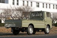 当時のエルフにはホイールベースが長短2種あったが、これは2460mmのロングホイールベース版の標準(低床)ボディ。荷台長は3020mmで「10尺ボディ」と呼ばれていた。サイズは小型車規格ほぼいっぱいの全長×全幅×全高=4690×1690×1990mm、車重1540kg。最大積載量2000kg。