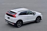 SUVとしての機能を一切スポイルせず、都市で際立つ存在感あるクーペスタイルを実現したと、三菱はうたう。
