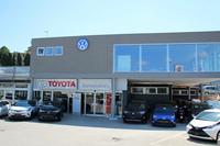2017年7月。トヨタの代理店の上に2階部分が増設され、フォルクスワーゲンを扱うようになっていた。