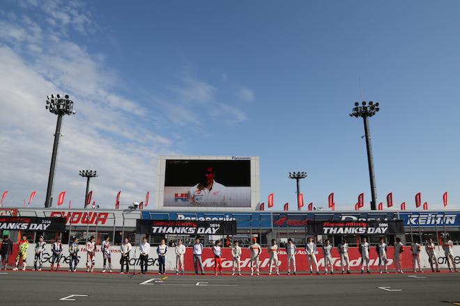 オープニングセレモニーでは、参加したホンダのドライバー、ライダー、そしてチーム監督がファンを歓迎。
