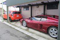 """「512TR」の前には、普段の足である""""牛丼車""""「トヨタ・アクア」を格納。"""