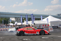 「SUPER GTスペシャルラン」で、タイヤスモークバトル(?)を繰り広げた井手有治の駆る「ARTA HSV-010」と脇阪寿一の「PETRONAS TOM'S SC430」。