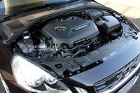 新開発の1.6リッター直4ターボエンジン。低回転域のトルクの豊かさと燃費性能がアピールポイントだ。
