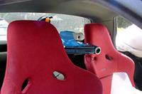 ビデオカメラ付きコンピューターが、車内からの迫力ある動画を送る