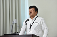アドバンの歴史やブランドの特徴について説明する、横浜ゴム 消費財製品企画部の政友 毅部長。