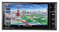 「RS01」シリーズの200mmワイド版「CN-RS01WD」。こちらのハードキーはオーディオボタンがデジタル感覚のボタン式となる。新しくなった地図は2Dモードの色づかいもきれいになったが、3Dのリアルなランドマーク表示は圧巻。