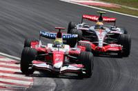 トヨタは、コンストラクターズランキング6位(13点)で2007年を終了。5位のレッドブル(24点)、エンジンを供給する4位ウィリアムズ(33点)にはかなわず、特筆すべきリザルトを残せなかった。とくに今季限りでチームを離れるラルフ・シューマッハー(写真手前)の不調が痛かった。(写真=Toyota)