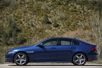 全長は4672mmでホイールベースは2835mm。「メルセデス・ベンツCクラス」や「BMW 3シリーズ」に正面からぶつかるサイズだ。