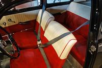 「PV544」のフロントシートには、すでに現代のものとほとんど変わらない形の3点式シートベルトが備わっている。