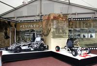 エントランス付近に設けられた「メモリアルギャラリー」では、オープン当初の写真パネルをバックに1960年代の「初代ゴーカート」の復刻版と最新のカートである「ドリームR」が並んで展示されていた。