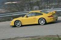 エグゾーストパイプは中央に配置。GT3カップカーから譲り受けたデザインで、見た目のみならず、エアフローの最適化というメリットも得られたという。