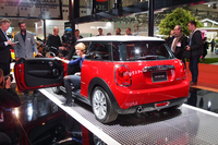 MINI、3代目となる新型を世界初公開【東京モーターショー2013】の画像