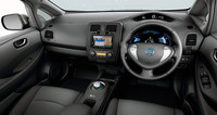 内装色には従来のエアリーグレーに加え、ブラックを設定。廉価グレード「S」のインテリアは、ブラックのみの設定となっている。