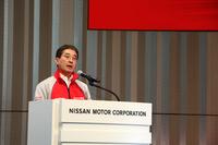 ニスモの片桐隆夫CEOは、会場に集まった多くのファンの前で「新開発マシンでGT500クラスのチャンピオンを奪還する」と宣言した。