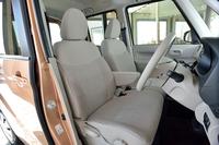 標準車のシート生地にははっ水性のソフトファブリックを採用。汚しても簡単に拭き掃除ができる。