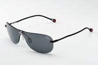 TALEX製偏光レンズの性能は編集スタッフお墨付き。運転中はもとより、締め切り中の編集部では、まぶしい朝日を遮るためにサングラスをかけたままPCに向かう記者もちらほら……。