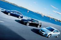 (写真左から)アテンザスポーツワゴン、アテンザスポーツ、アテンザセダン。今後も3つのボディスタイルでモデル展開する。