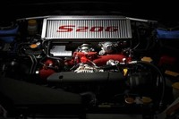 スペシャルチューンが施されたエンジンは、320ps、44.0kgmを発生する。