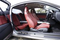 「Type E」の本革レッド内装。シートカラーを、ブラック、レッド、ページュから選べるのはこのグレードだけ。