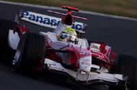 地元日本で錦を飾らんと、フェラーリに次ぐ2列目を占拠したトヨタ。しかしレースではズルズルと後退し、ヤルノ・トゥルーリが6位、ラルフ・シューマッハー(写真)は7位に終わった。ペースのあがらないトゥルーリに、ラルフが付き合わされるかっこう。後ろからスタートしたホンダ、マクラーレンに抜かれたのだから、作戦面では失敗といっていい。(写真=KLM Photographics J)
