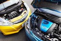 「デミオ 13-SKYACTIV」は84psの1.3リッター直4エンジン「スカイアクティブG」を積み、「フィットハイブリッド」は88psの1.3リッター直4エンジンに14psのモーターのセット。