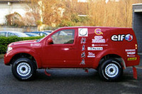 篠塚が駆る「日産パスファインダー」。まったくの新車で、「先週テストしたばかり」の状態とか。