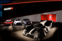 「日産GT-R」と「日産GT-R LM NISMO」。