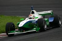 F1へ旅立った山本左近の後任にKONDO RACINGの近藤真彦監督が選んだのは、2004年ルマン24時間耐久レースを制した荒聖治。フォーミュラ復帰は4年ぶり。チームとしては呼び戻したかたちとも言える。4年ぶりのスタンディング・スタートで、エンジンをストールさせ大きく出遅れた。10位完走。