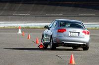 ワイルドなだけの運転はNG! パイロンに接触すると、1つで3秒のペナルティ。(レポーターが2つも弾き飛ばしたのは、ココだけのハナシ)