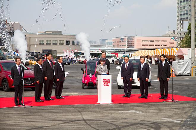 「第44回東京モーターショー2015」の総裁、瑶子女王殿下による「スイッチオンセレモニー」でイベントはスタートした。