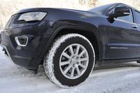 ホイールのサイズは標準で18インチ。今回のテスト車は、265/60R18のグッドイヤー製スタッドレスタイヤを装着していた。