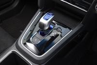 ハイブリッド車のシフトセレクター。「ハイブリッドZ」「ハイブリッドX」には、マニュアルモード用のシフトパドルも備わる。