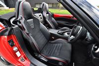 レカロと共同開発した専用スポーツシート。高いホールド性に加え、オープンカーならではの解放感や軽快感にも配慮した設計となっている。