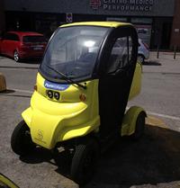 【写真1】ドゥカティ・エネルジア社の四輪EV「マイクロダック」郵便配達車。