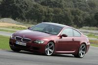 BMWが推奨するランフラットタイヤやアクティブステアリングは、M社のポリシーとして装備されない。タイヤは、フロントが255/40ZR19、リアは285/35ZR19を履く。
