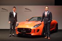 錦織 圭選手(写真左)とジャガー・ランドローバー・ジャパンのマグナス・ハンソン社長(同右)がフォトセッションに臨む。ハンソン社長はジャガーの事業展開にも触れ、「新型セダン『XE』を2015年の早い段階で日本に導入する」と述べた。