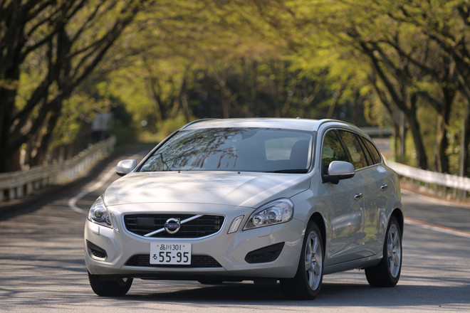 ボルボV60 DRIVe(FF/6AT)/T6 AWD R-DESIGN(4WD/6AT)【試乗記】