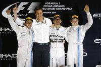 アブダビGPの表彰台。ウィナーのハミルトンに次いだのはウィリアムズの2人、フェリッペ・マッサ(写真左)2位、バルテリ・ボッタス(同右)3位。(Photo=Mercedes)