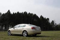 写真は、標準のランフラットではなくノーマルタイヤを履くモデル。