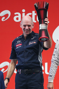 レッドブルは4年連続でコンストラクターズチャンピオンに。この活躍の立役者、チーフ・テクニカル・オフィサーのエイドリアン・ニューウェイが壇上に上がった。(Photo=Red Bull Racing)
