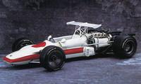 空冷V8DOHC32バルブの3リッターエンジンを積んだF1マシン「RA302」。68年のフランスGPに出場したが、3周目にクラッシュして炎上し、ドライバーのシュレッサーは死亡。以後二度とレースに出場することはなかった。