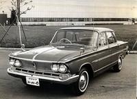 63年に登場した「グロリア・スーパー6」。メルセデス流の設計を持つ国産初の直6SOHC1988cc・105psエンジンを搭載。これに刺激を受けたトヨタと日産も直6SOHC2リッターエンジンをラインナップすることになるが、それは2年以上遅れてのことだった。