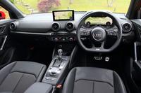 水平基調でデザインされたインテリア。MMIナビゲーションシステム装着車のダッシュボードには、写真のように8.3インチディスプレイがレイアウトされる。